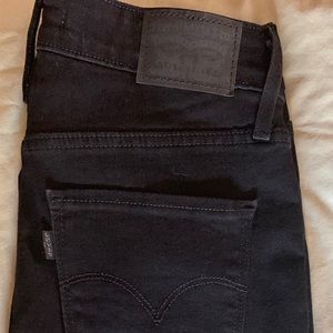 Brand NEW women's LEVIS JEANS. Never used
